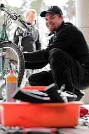 Oikeilla välineillä ja asenteella pyöränhuolto sujuu.
