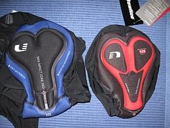 Pyöräilyhousujen pehmusteita. Vasemmanpuoleiset housut on tarkoitettu miehille ja oikeanpuoleiset naisille.