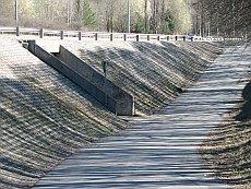 Tyypillisen vaarallinen suomalainen tunneli. Näkyvyys on olematon ja tunneli on montussa.