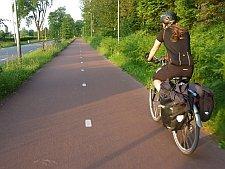 Laadukasta kaksisuuntaista pyöräilyn pääväylää Hollannin Bredassa.