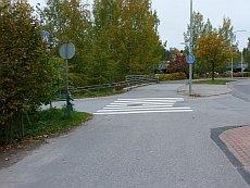 Näkemäongelmainen risteys Jyväskylän Saarijärventiellä.