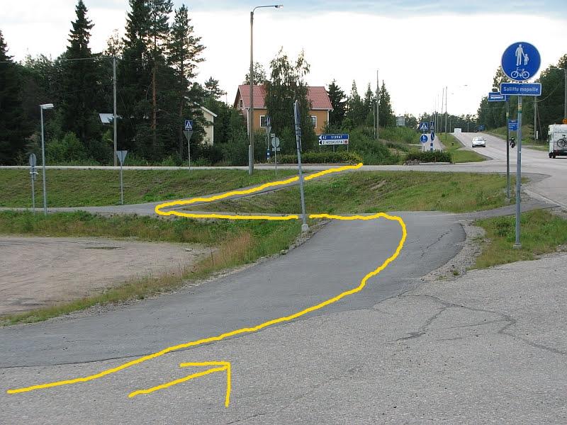 Mutkittelevaa jalkakäytävää ja pyörätietä.