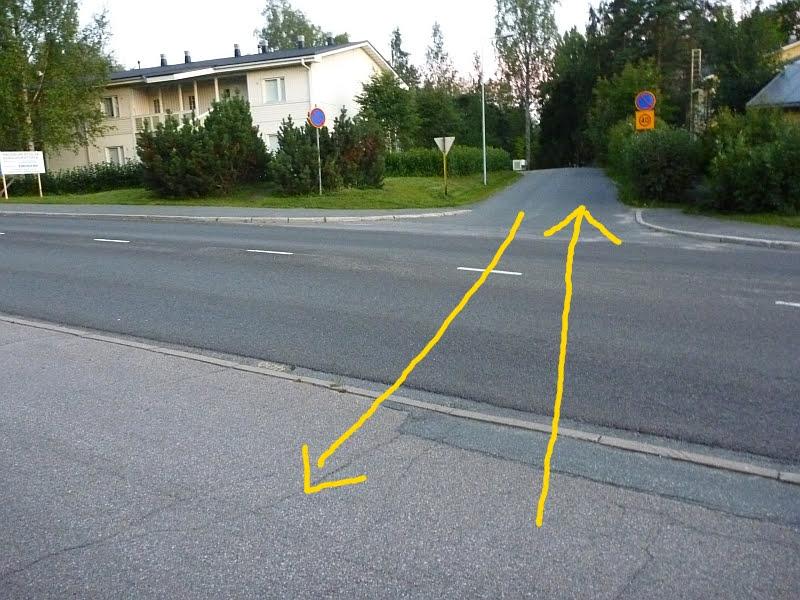 Jyväskylässä Vaajakoskentieltä Aittokalliontielle on opastettu pyöräreitti. Sujuvaa kulkuyhteyttä ei kuitenkaan ole. Toisen puolen väylät ovat jalkakäytäviä.